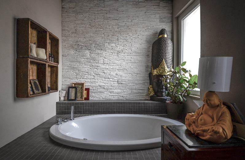 buddha bathroom - Private Apartment